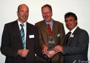 Oliver Schawe, Andreas Sandmann und Clemens Lammerskitten freuen sich über den Förderpreis